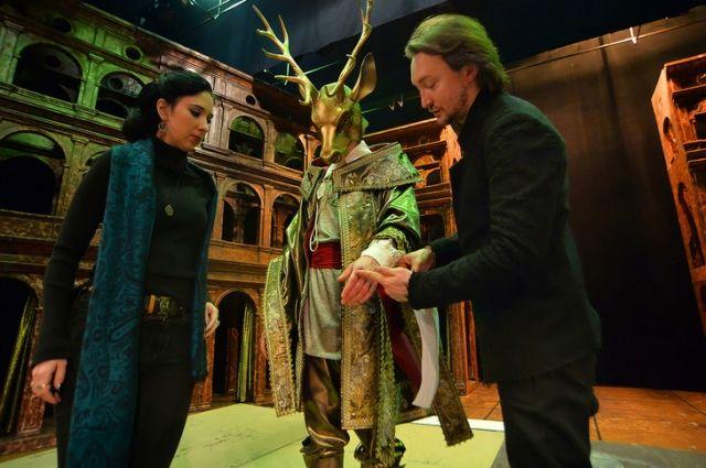 Репетиции и примерки костюмов идут одновременно