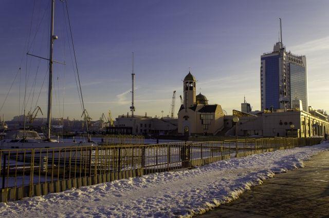 В Одессе вмерзли в лед корабли ВМС Украины