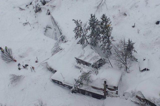 «Помогите! Мы умираем». Постояльцев отеля в Италии убила лавина