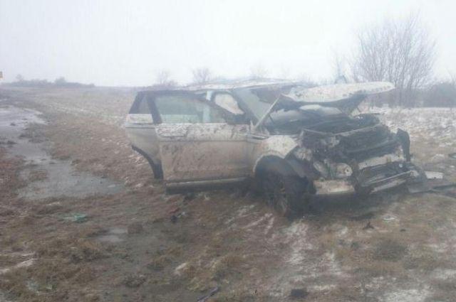 Шофёр автомобиля «ИЖ» умер вДТП с Лэнд-Ровер наСтаврополье