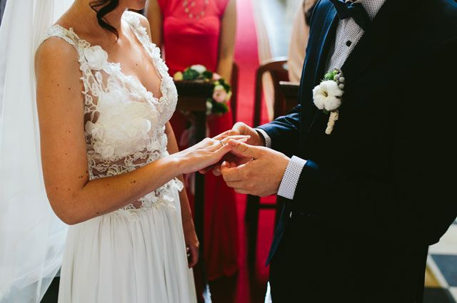В цифрах и фактах: На 9 лет дольше одиночек живут счастливо женатые