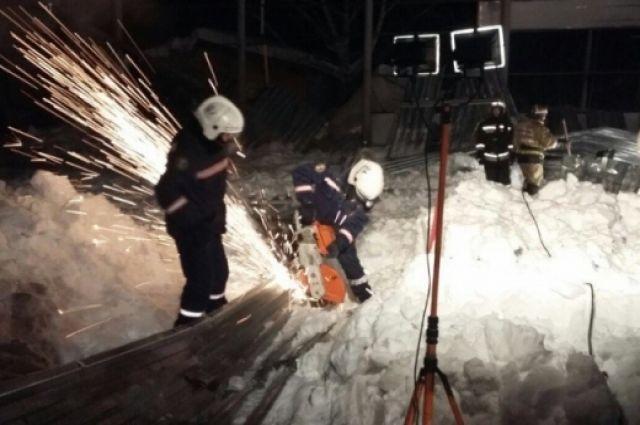 Спасатели ликвидируют последствия обрушения