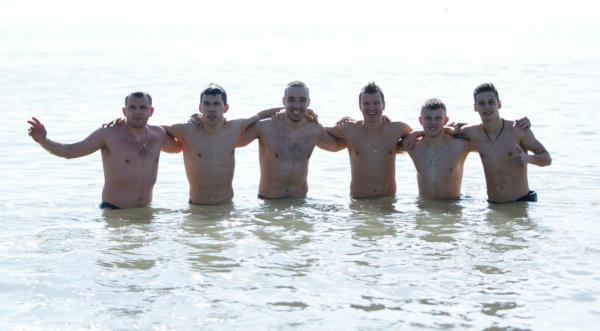 Несмотря на то, что украинские клубы сейчас находятся на зарубежных сборах, не все футболисты проигнорировали праздник Крещения. Рано утром, еще до восхода солнца, в Средиземном море всем составом искупалась