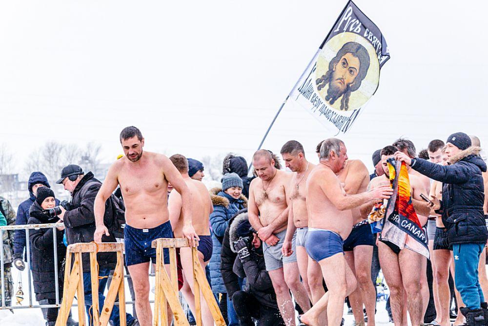 В этом году больше всего желающих окунуться было среди мужчин.