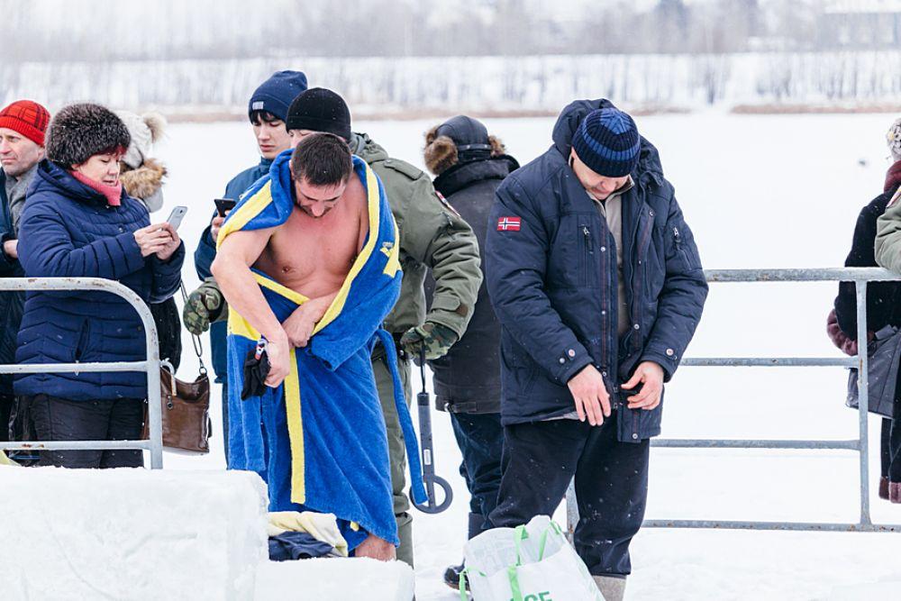 Сразу после погружения в купель нужно одеть теплую и сухую одежду.