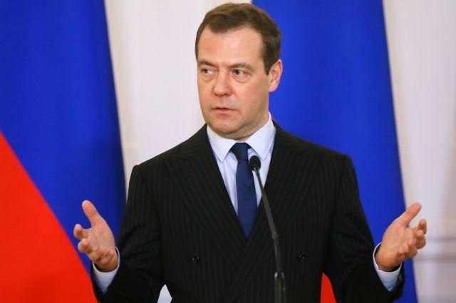 Медведев назвал полностью деградировавшими отношения России и США
