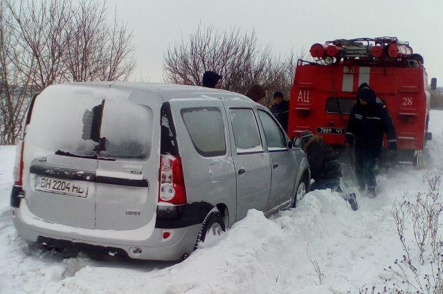 Машина застряла в снегу