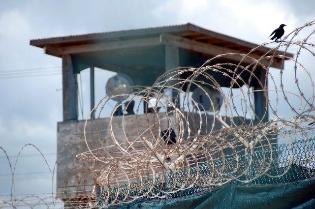 Находившегося в Гуантанамо россиянина перевели в ОАЭ