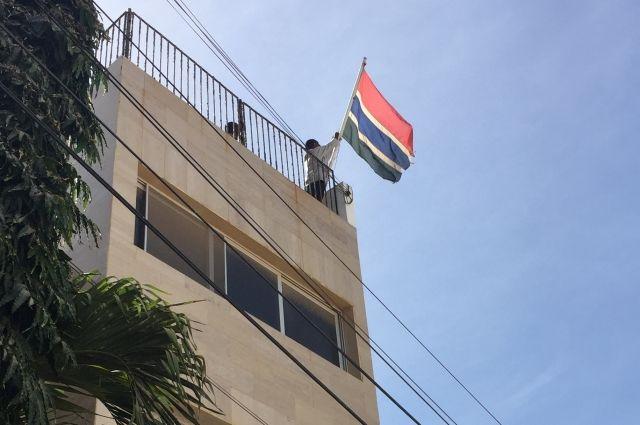 Начавшаяся в Гамбии военная операция приостановлена до полудня пятницы