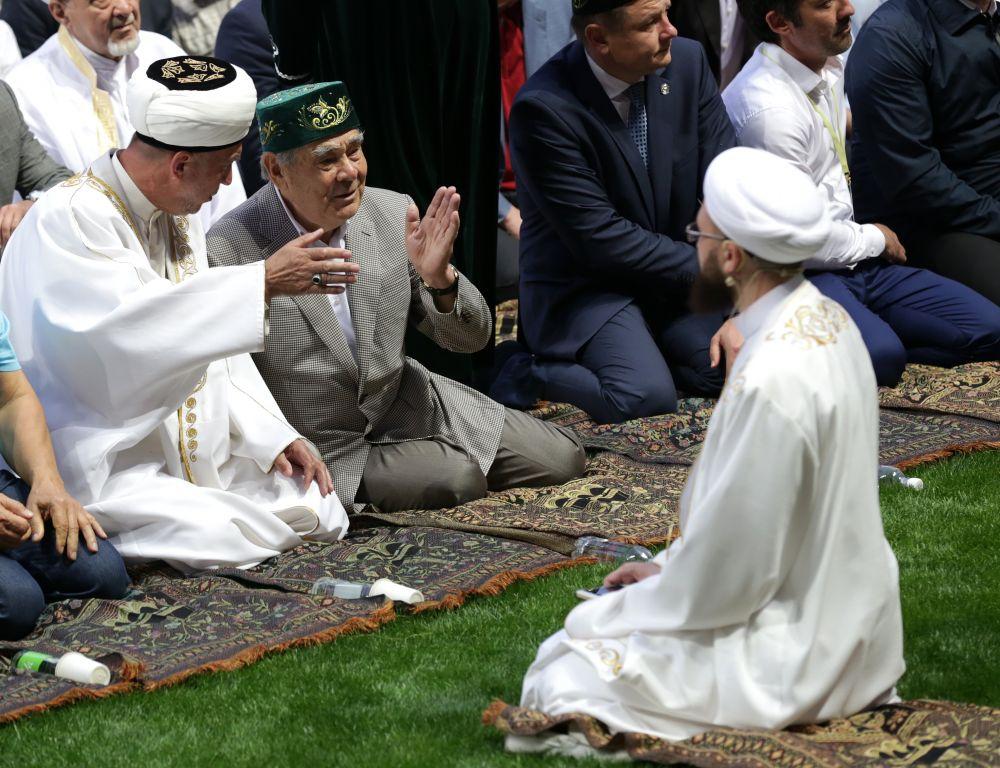 Во время республиканского ифтара (ужина разговения у мусульман) в 2016 году.