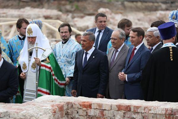 На закладке памятного камня в основание возрождаемого Казанского собора Богородицкого монастыря, 21 июля 2016 года.