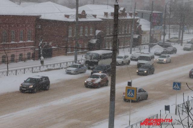 Нарухнувшей крыше конного манежа собралось 480 тонн снега
