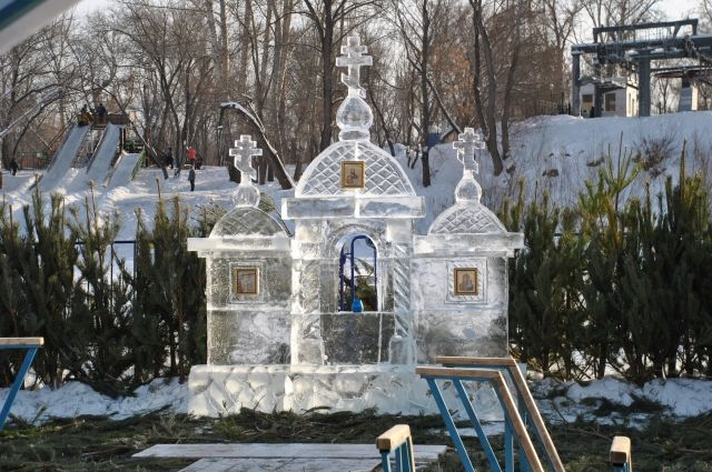 В Оренбурге 14 тысяч православных христиан окунулись в купелях на Крещение
