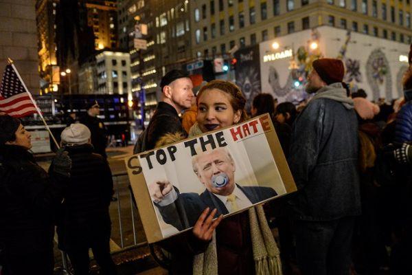 Митинг противников избранного президента США в Нью-Йорке.