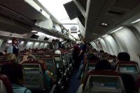 Авиатехник спровоцировал столкновение самолета с тягачом