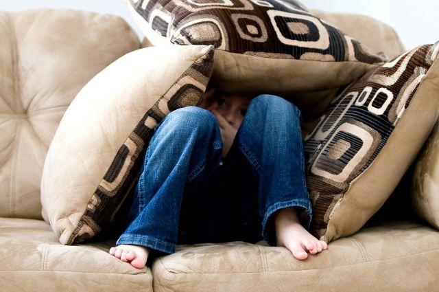 Вдятьковском общежитии парень похитил усоседки диван