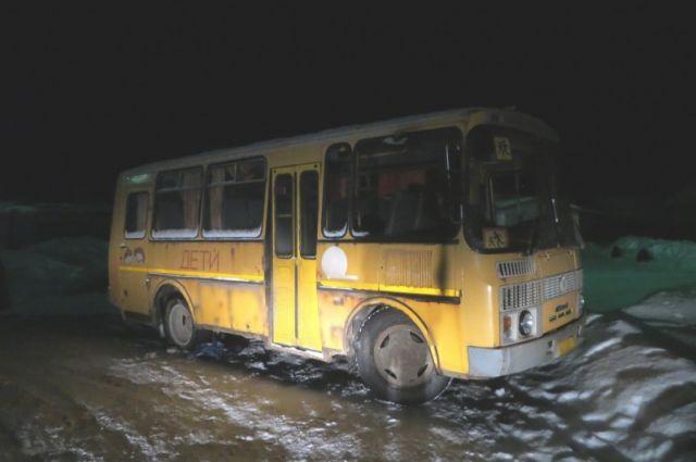 Нетрезвый гражданин Смоленской области угнал изсвоей бывшей школы автобус