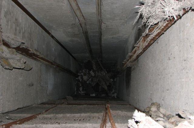 ВКиеве оборвался лифт, вкотором находилась женщина с сыном