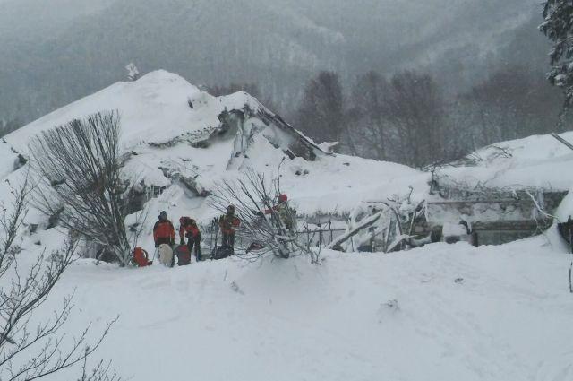 Иззаваленного лавиной отеля вИталии спасли 8 человек