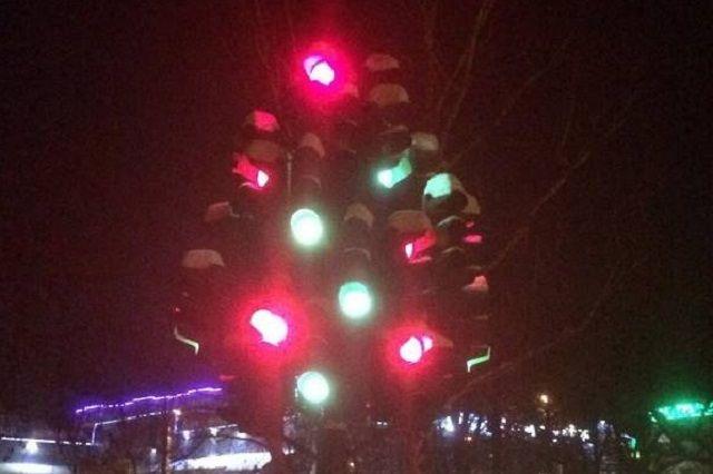 Теперь светофорное дерево будет работать каждый вечер.