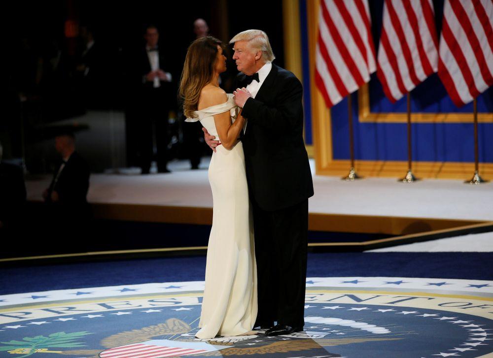 Дональд Трамп с супругой танцевали под песню Фрэнка Синатры «My Way».
