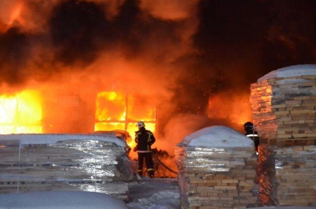 Накрупной мебельной фабрике вЧелябинске сгорел цех