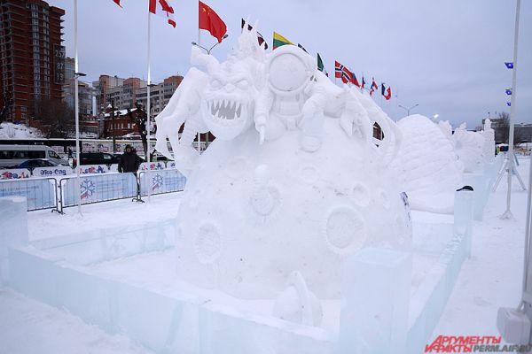 Многие из скульпторов – признанные специалисты и победители всевозможных мировых состязаний по зимним скульптурам.