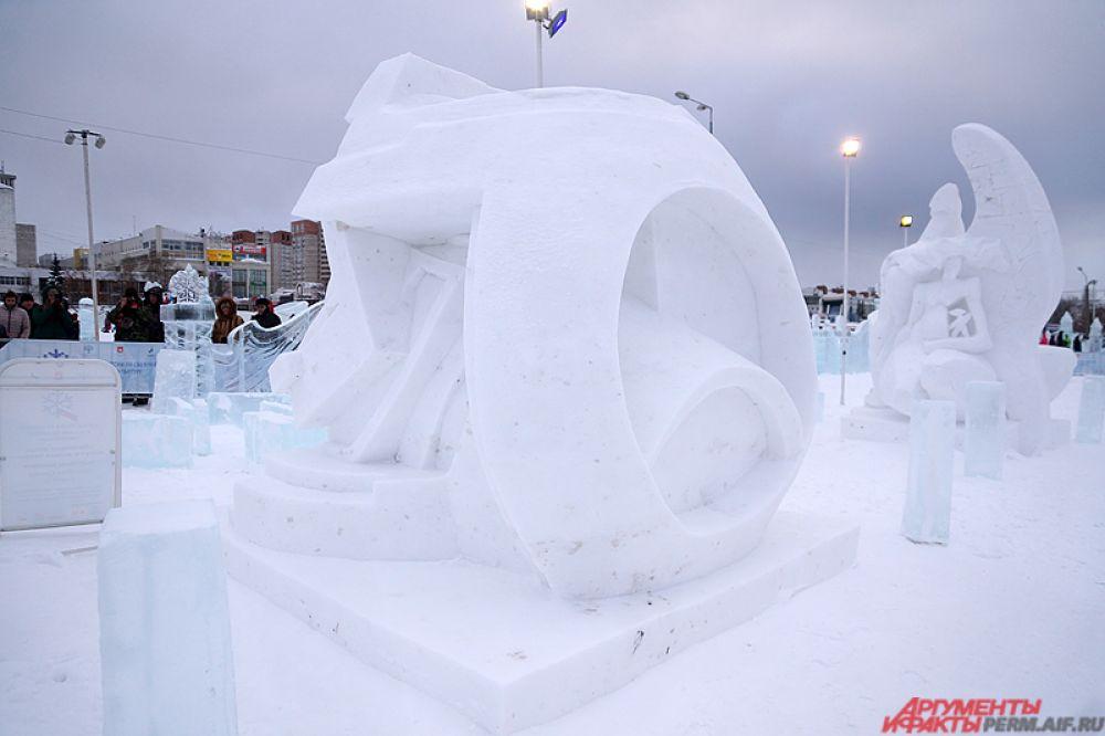 Создавали они свои творения на территории ледового городка на эспланаде.