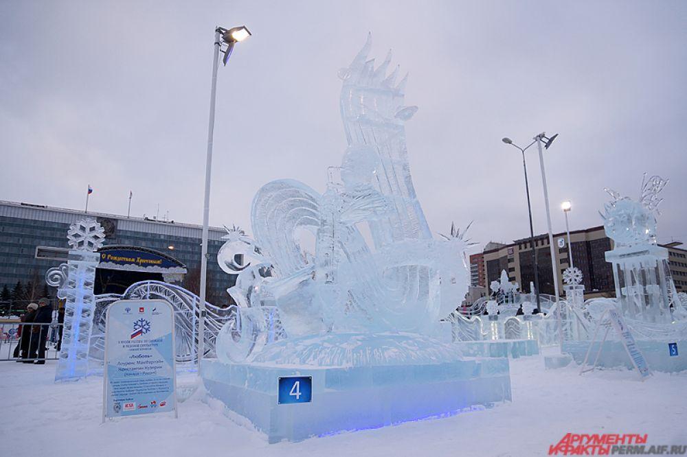По факту, «Зимний вернисаж» – самый авторитетный конкурс в области искусства снежной и ледовой скульптуры в России и единственный в стране, проводимый при официальной поддержке министерства культуры России.