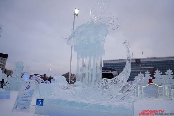 За выходные выставку украсят ледовым декоративным ограждением, а уже 23 января доступ откроют к каждой ледовой скульптуре.