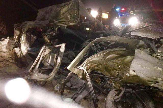 Автомобили слюдьми загорелись под Красноярском