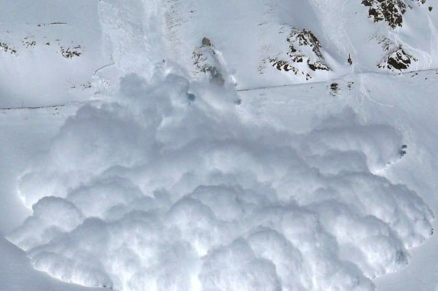 Число погибших схода снежной лавины нагорный отель вИталии достигло 6