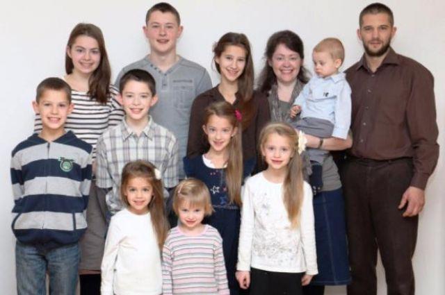 Многодетная семья надеется на новую и счастливую жизнь в Сибири