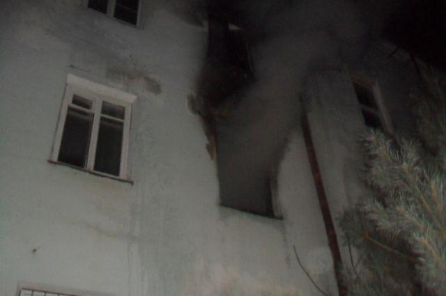 В Кузбассе при пожаре погибли двое, возбуждено уголовное дело.