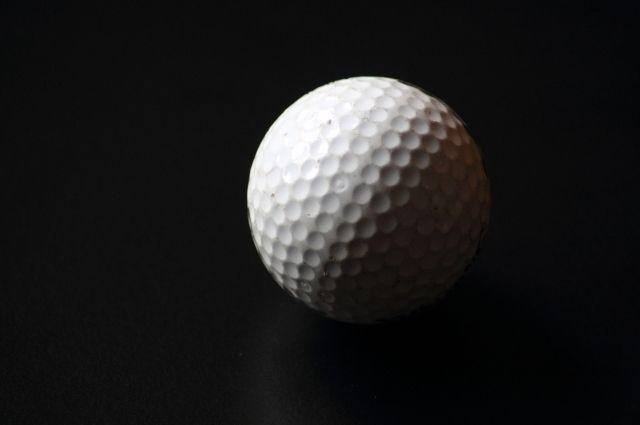 Соревнования по ледовому гольфу продлятся в течение двух дней.