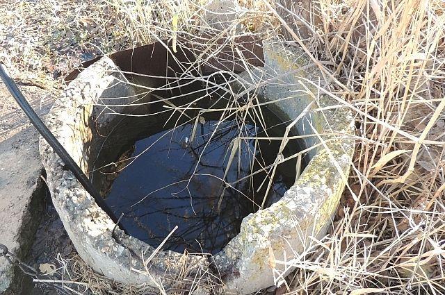Житель Бердска упал в выгребную яму