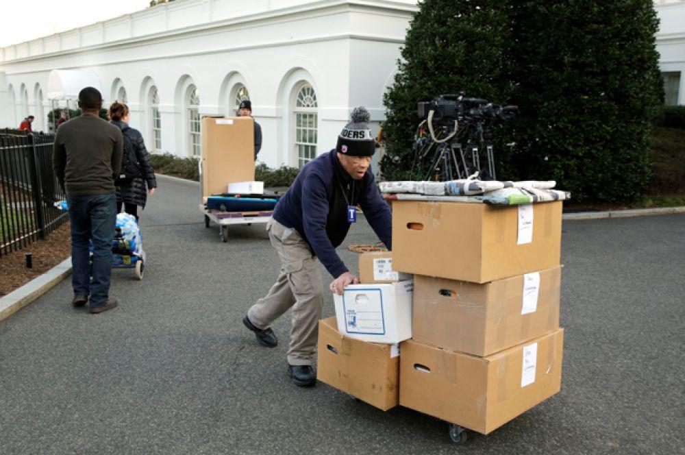 Ещё в начале месяца Барак Обама перевез своё имущество, накопленное за 8 лет президентства, в новый дом.