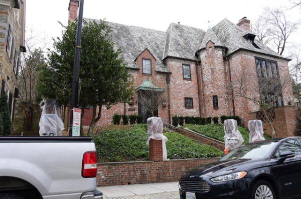 По оценкам аналитиков базы недвижимости Zillow, аренда особняка обойдется семье в 22 тысячи долларов в месяц.