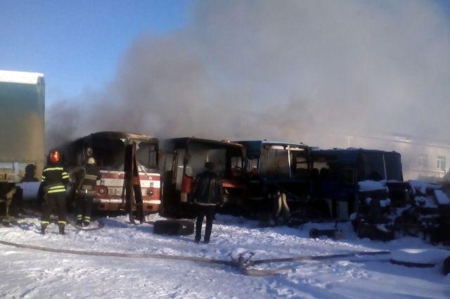 Автобусы полыхали вЛуганской области