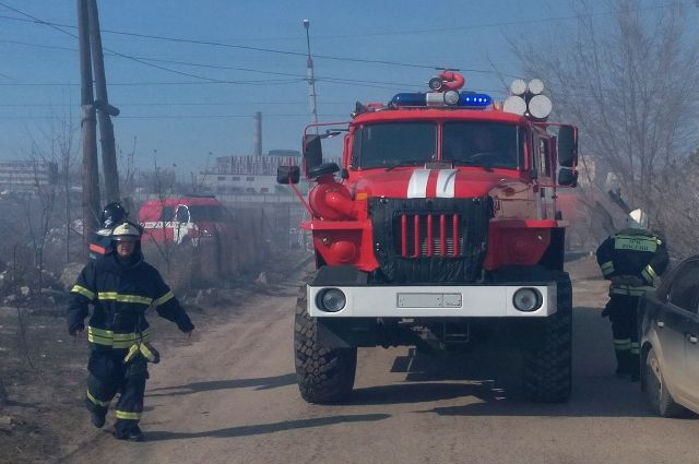 В Новосибирске загорелся частный дом