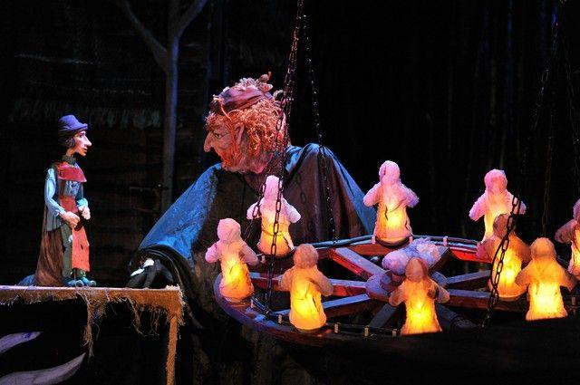 Также дети примут участие в сказочном спектакле.