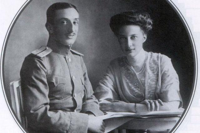 Со своим первым мужем Татьяна познакомилась зимой 1910 года в Осташевском имении великокняжеской четы Романовых.