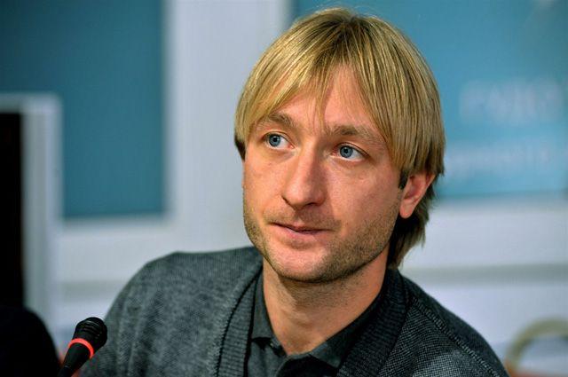 Плющенко стал хоккеистом и забросил первую шайбу