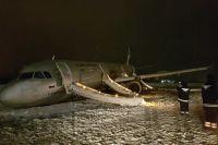 В ночь на 4 января пассажирский самолет выкатился за пределы взлетно-посадочной полосы.