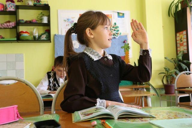 Первоочередное право записи в школу - у ребятишек, которые живут на прикреплённом к ней микроучастке.