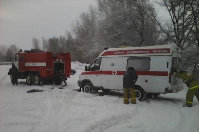 В Оренбуржье спасатели вытащили из кювета «скорую» и автомобиль «Лада»