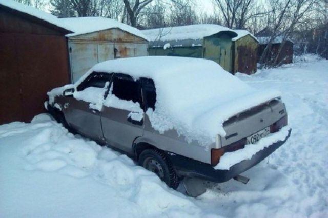 Молодая пара могла отравиться выхлопными газами в гараже.
