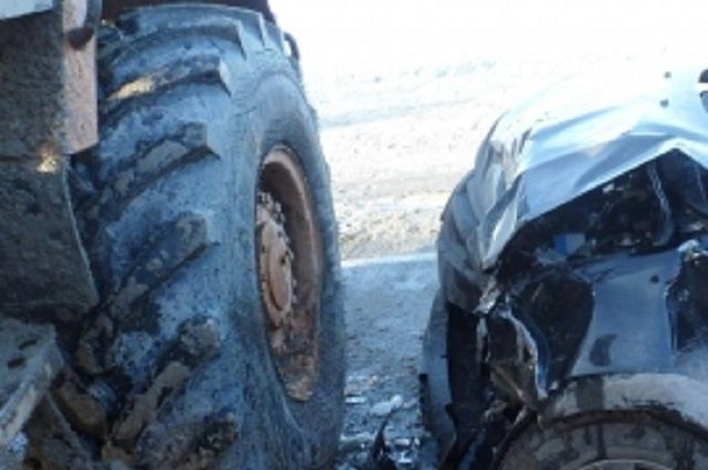 На участке ФАД И-5 «Урал» произошло столкновение автомобиля «Лада Гранта» и  трактора «ТЭО».