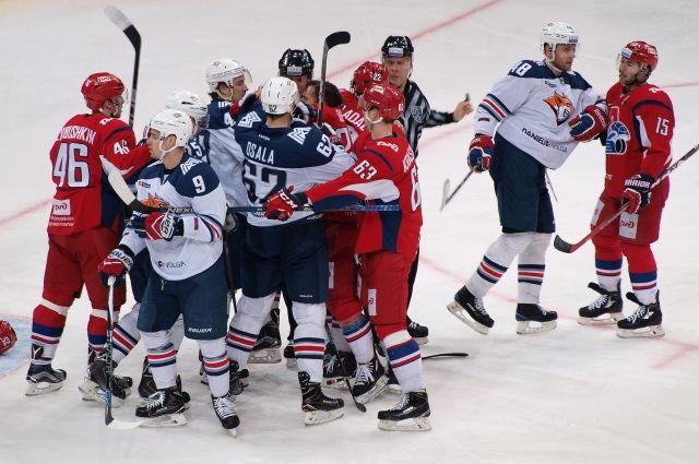 Хоккейная Магнитка вгостях переиграла ярославский «Локомотив»