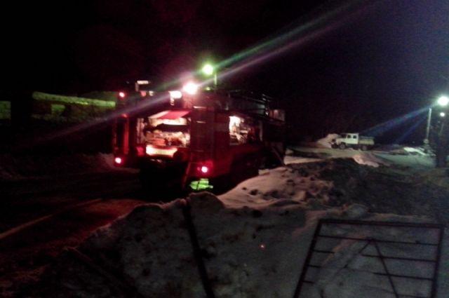 ВЯсногорске 6 человек тушили полыхающий дом